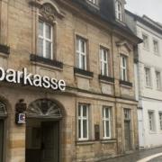 Die Gebäude der Sparkasse Bayreuth in der Opernstraße und Badstraße werden verkauft. Foto: Christoph Wiedemann