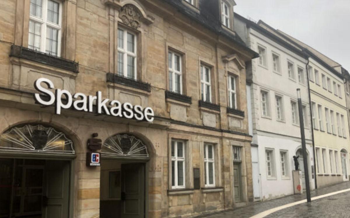 Die Gebäude der Sparkasse Bayreuth in der Opernstraße und Badstraße werden verkauft. Archivfoto: Christoph Wiedemann