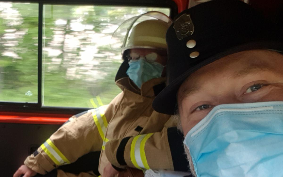 Thomas Bauske (SPD) bei einem Feuerwehreinsatz in Zeiten von Corona. Foto: Privat.