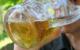 Ein Mann trinkt Bier. Ab Freitag (29.5.2020) dürfen Biergärten in Bayern nun länger öffnen. Symbolbild: Pixabay