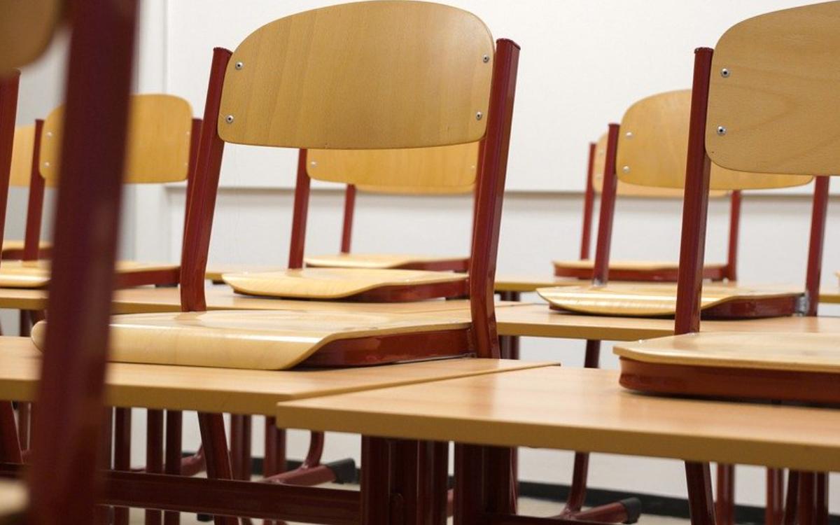 Ein Bayreuther Gymnasium bereitet wegen hoher Infektionszahlen den Schichtbetrieb vor. Symbolbild: pixabay