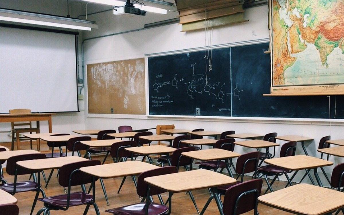 Zwei Stadträte fordern, die Schulen in Bayreuth Stadt zu schließen. Das steckt dahinter. Symbolbild: pixabay
