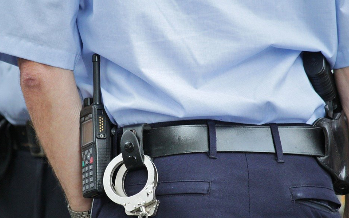 Per Haftbefehl gesucht: Polizei geht gesuchter Mann ins Netz Symbolbild: pixabay