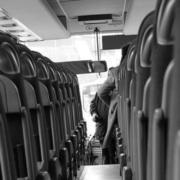 Auf der Rastanlage Frankenwald bei der A9 haben mehrere Menschen in Bussen keine Masken getragen. Symbolbild: Pixabay