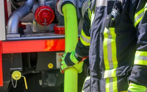 Die Feuerwehr im Einsatz: In Bayreuth wurde ein Auto angezündet. Symbobild: Pixabay.
