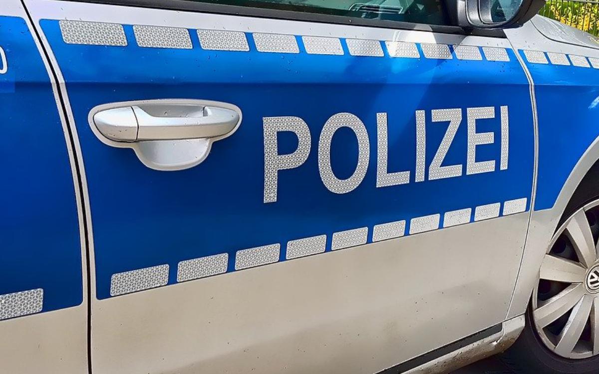 Ein Mann ist in Bayreuth ausgerastet. Er hat Türen eingetreten und einem Polizisten einen Kopfstoß verpasst. Symbolfoto: Pixabay