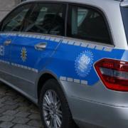 Ein Dienstauto der Polizei. Beamte im Einsatz. Symbolfoto: pixabay