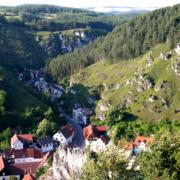 Blick ins Mariental von der Hohen Warte in Pottenstein. Foto: Tourismusbüro Pottenstein