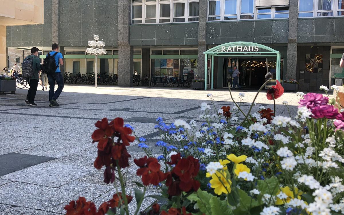 Eine Frau wurde auf dem Rathausplatz in Bayreuth betrogen. Symbolfoto: Redaktion