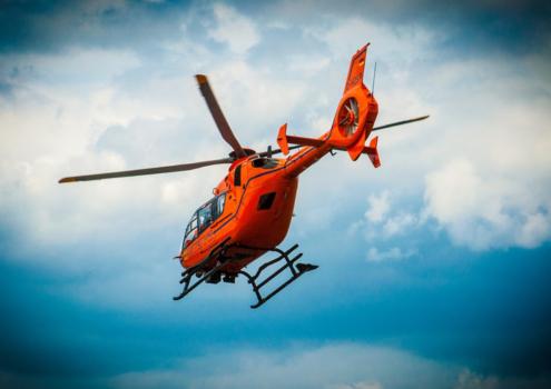 Der Rettungshubschrauber bringt den Verletzten ins Krankenhaus. Symbolfoto: Pixabay
