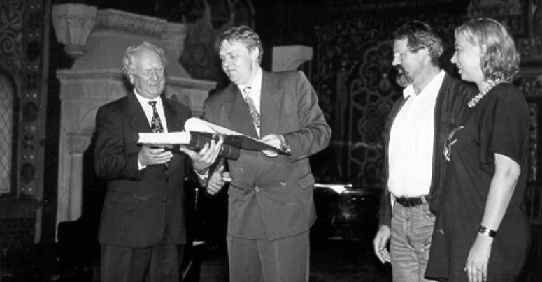 Im Sommer 1997 organisierte der Festspielchor eine Ausflugsfahrt nach Eisenach. Im großen Saal der Wartburg bekam Chorleiter Norbert Balatsch nicht nur ein
