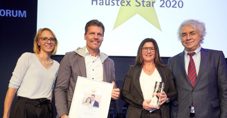 Wolfgang und Monika Rausch (Mitte) bei der Verleihung des Haustex-Star 2020. Foto: Privat.