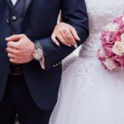Ein Brautpaar wurde direkt nach der Trauung samt Trauzeuge im Kreis Bayreuth geblitzt. Foto: Pixabay