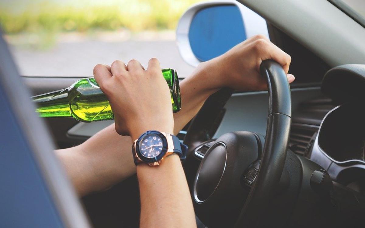 Am Parkplatz Sophienberg bei Bayreuth stoppte die Polizei einen betrunkenen Lkw-Fahrer. Symbolbild: Pixabay