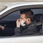 In Haßfurt müssen vier Männer ein Bußgeld bezahlen, weil sie gegen die Corona-Regeln verstoßen haben: Zu viert im Auto gesessen. Symbolbild: Pexels