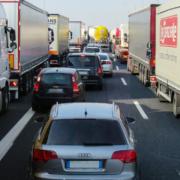 Unfall auf der A9 bei Bayreuth in der Einhausung: Drei Personen verletzt, die Autobahn musste gesperrt werden. Symbolbild: Pixabay