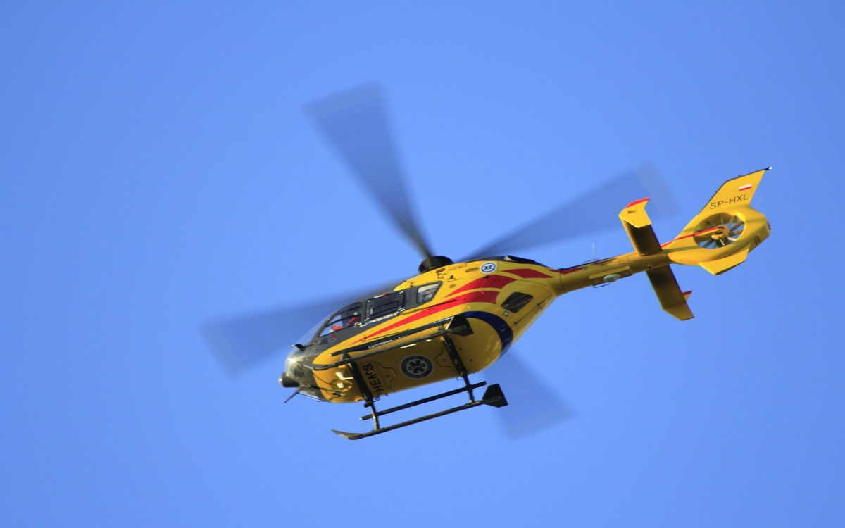 Nach einem Unfall auf der B173 bei Lichtenfels war der Autofahrer verschwunden. Der schwerverletzte Mann wurde mit einem Hubschrauber gesucht. Symbolfoto: pixabay