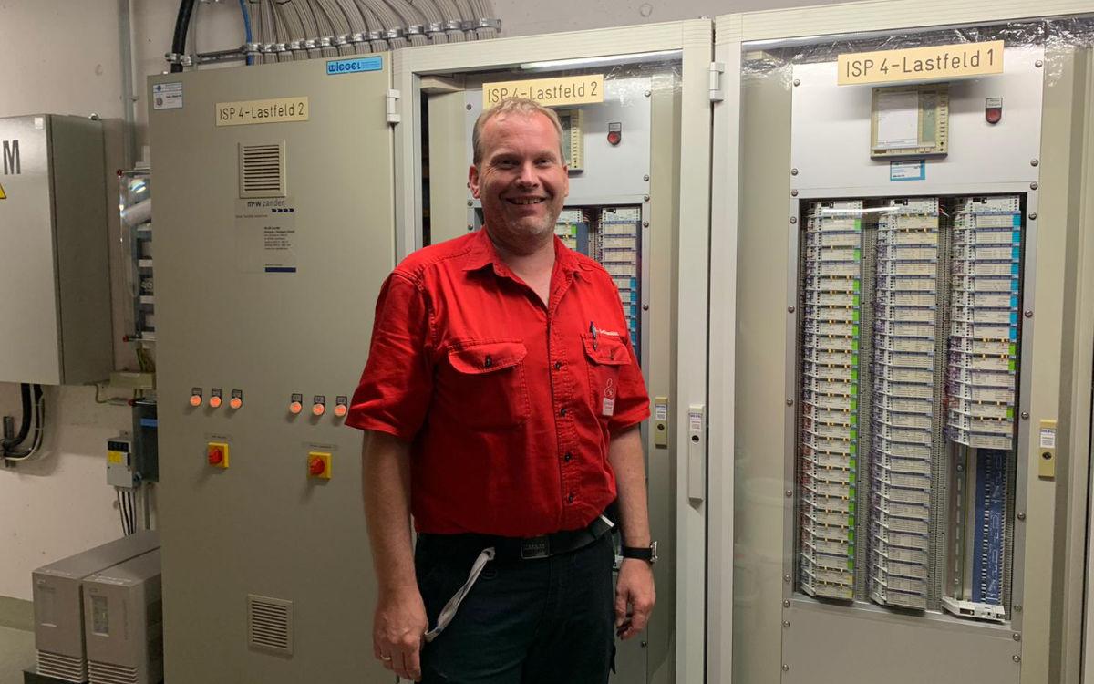 Der Technische Betriebsleiter Mario Schmidt unter der Lohengrin Therme. Foto: Katharina Adler