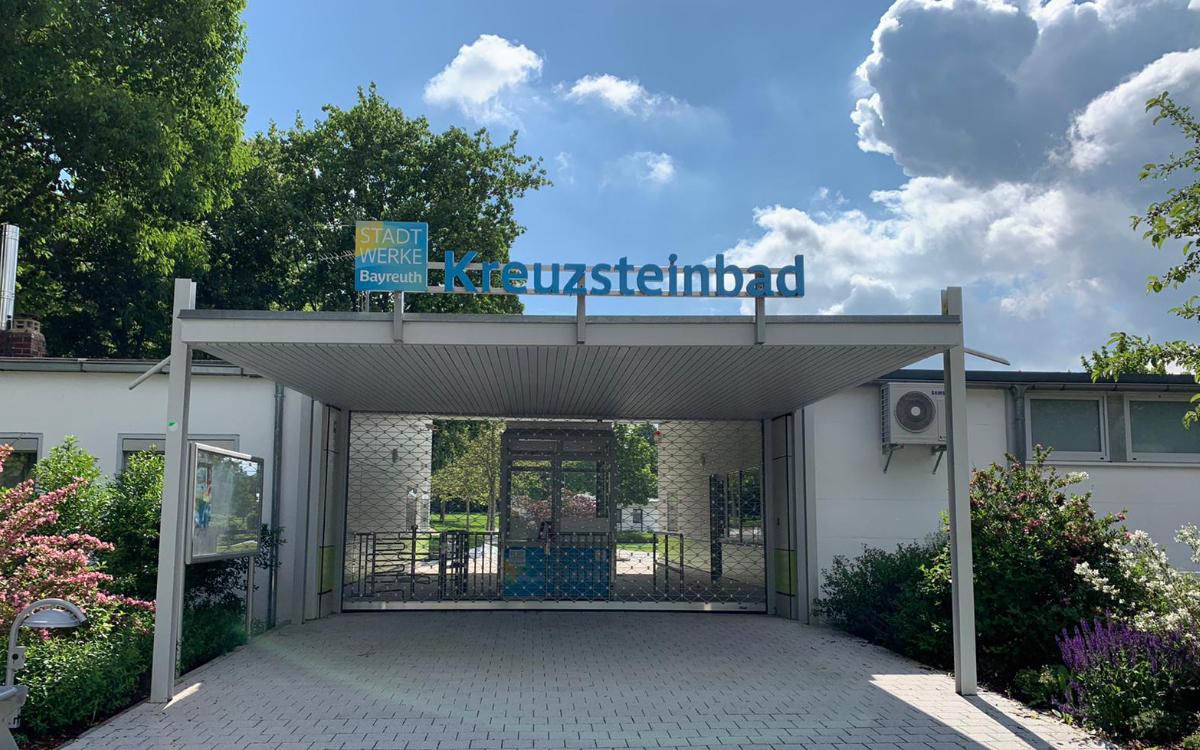 Das Kreuzsteinbad in Bayreuth: Trotz miesem Wetter bisher mehr Besucher als 2020. Archivbild: Katharina Adler