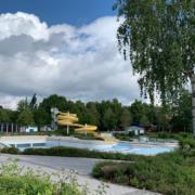 Das Kreuzsteinbad in Bayreuth hat mittlerweile geöffnet. Die Nutzung von Rutsche und Wellenbecken ist 2021 möglich. Archivfoto: Katharina Adler