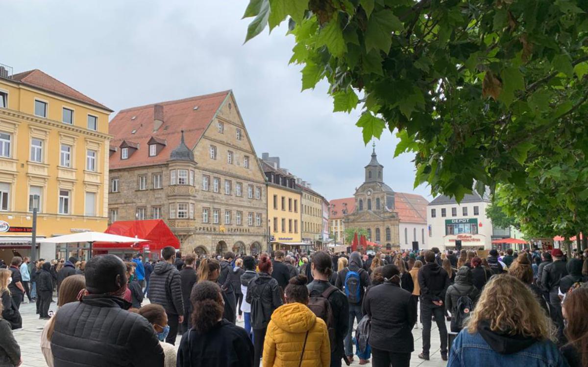 In Bayreuth haben Studenten eine Demonstration gegen Rassismus organisiert. Foto: Katharina Adler