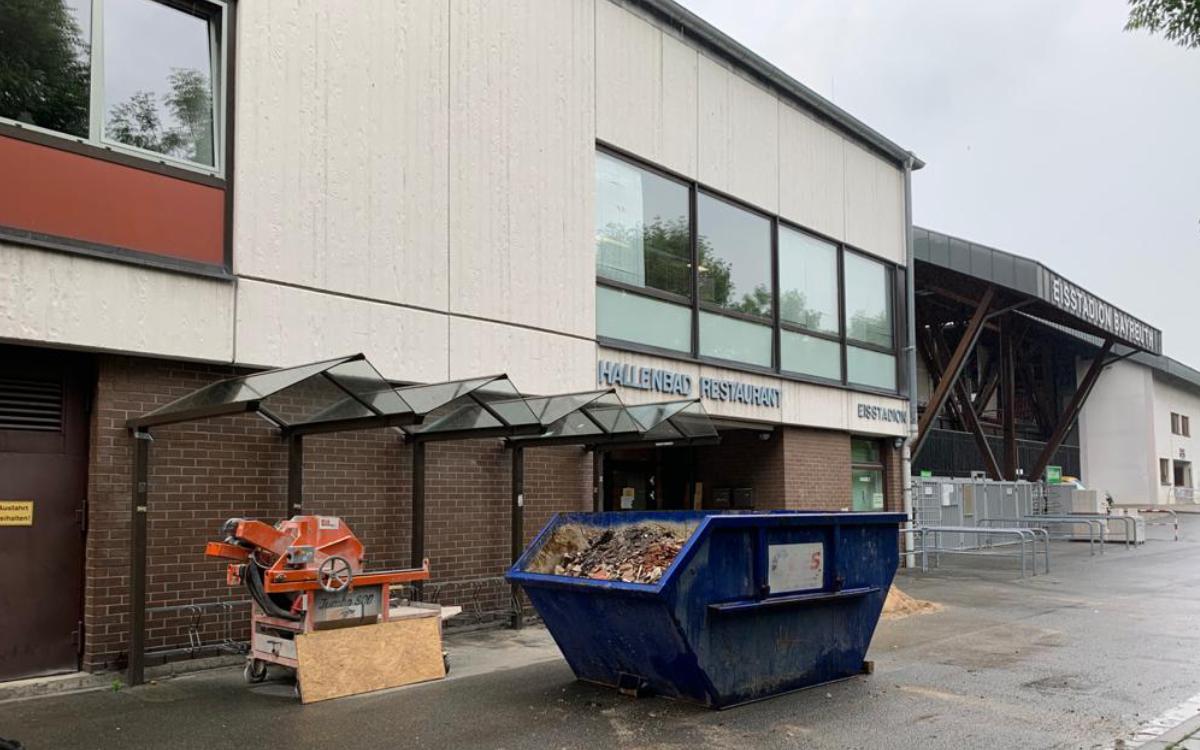 Im SVB-Bad Bayreuth ist momentan eine große Baustelle. Foto: Katharina Adler