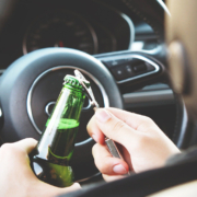 In Hof ist ein Mann betrunken in ein geparktes Auto gerauscht. Symbolfoto: pixabay