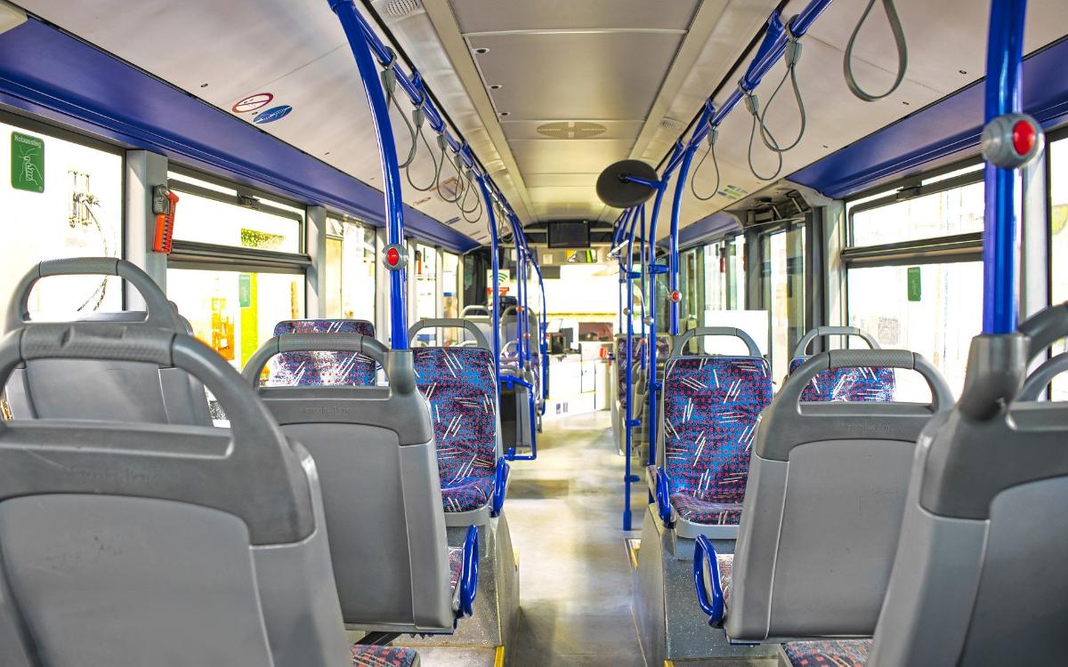 Ein Stadtbus von innen. Symbolfoto: pixabay