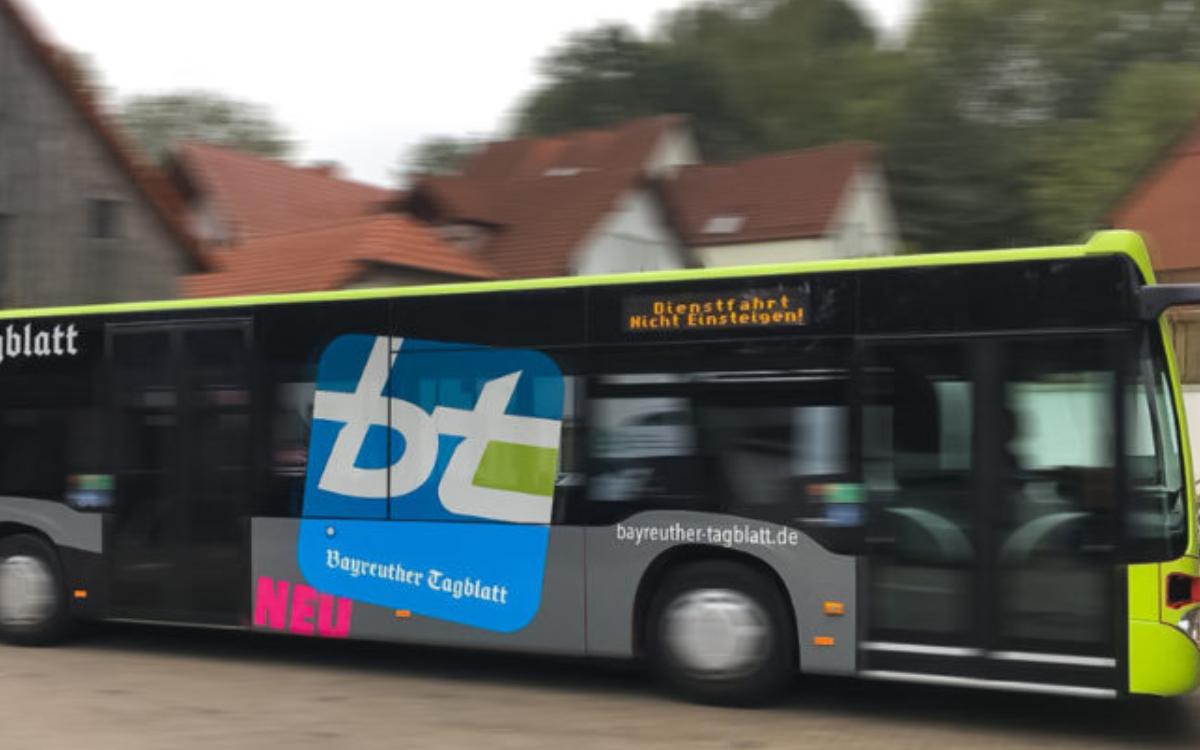 Stadtbus mit bt-Logo. Ab 15. Juni 2020 fahren die Busse in Bayreuth auch nachts wieder nach dem gewohnten Fahrplan. Archiv: Redaktion