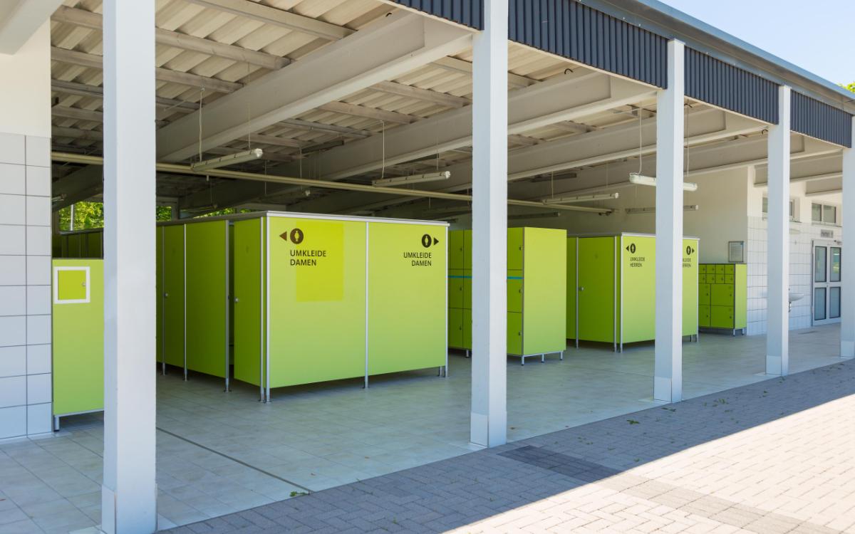 Ein Teil der Umkleiden wird gesperrt, damit auch dort der Abstand eingehalten werden kann. Foto: Jan Koch/Stadtwerke Bayreuth