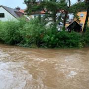 Unwetter im Sommer 2020: Die Warme Steinach ist durch die Regenfälle stark angestiegen. Archivfoto: Katharina Adler