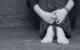 Eine Frau am Boden. Ihr Mann hat sie geschlagen und getreten. Symbolfoto: Pixabay