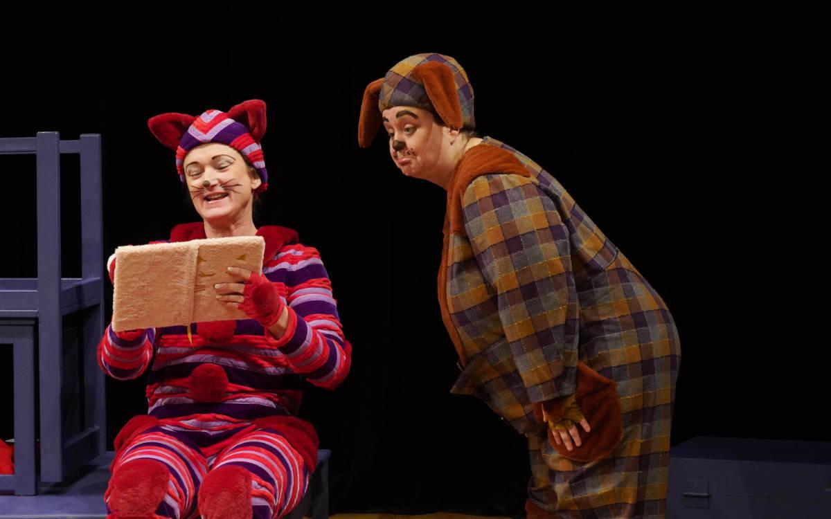 Szene aus Maunz und Wuffs guter Tag von der Studiobühne Bayreuth. Foto: Thomas Eberlein