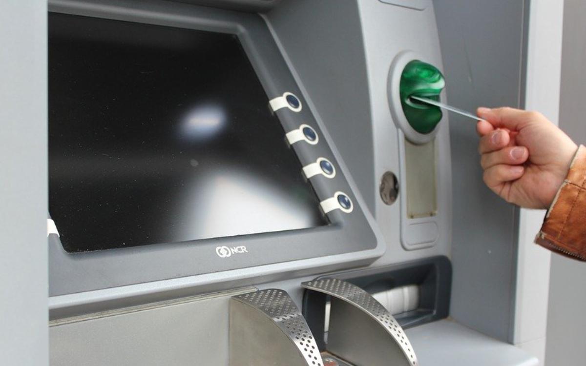 Geldautomat im Landkreis Hof gesprengt: Täter können unerkannt entkommen - Kripo ermittelt. Symbolbild: pixabay