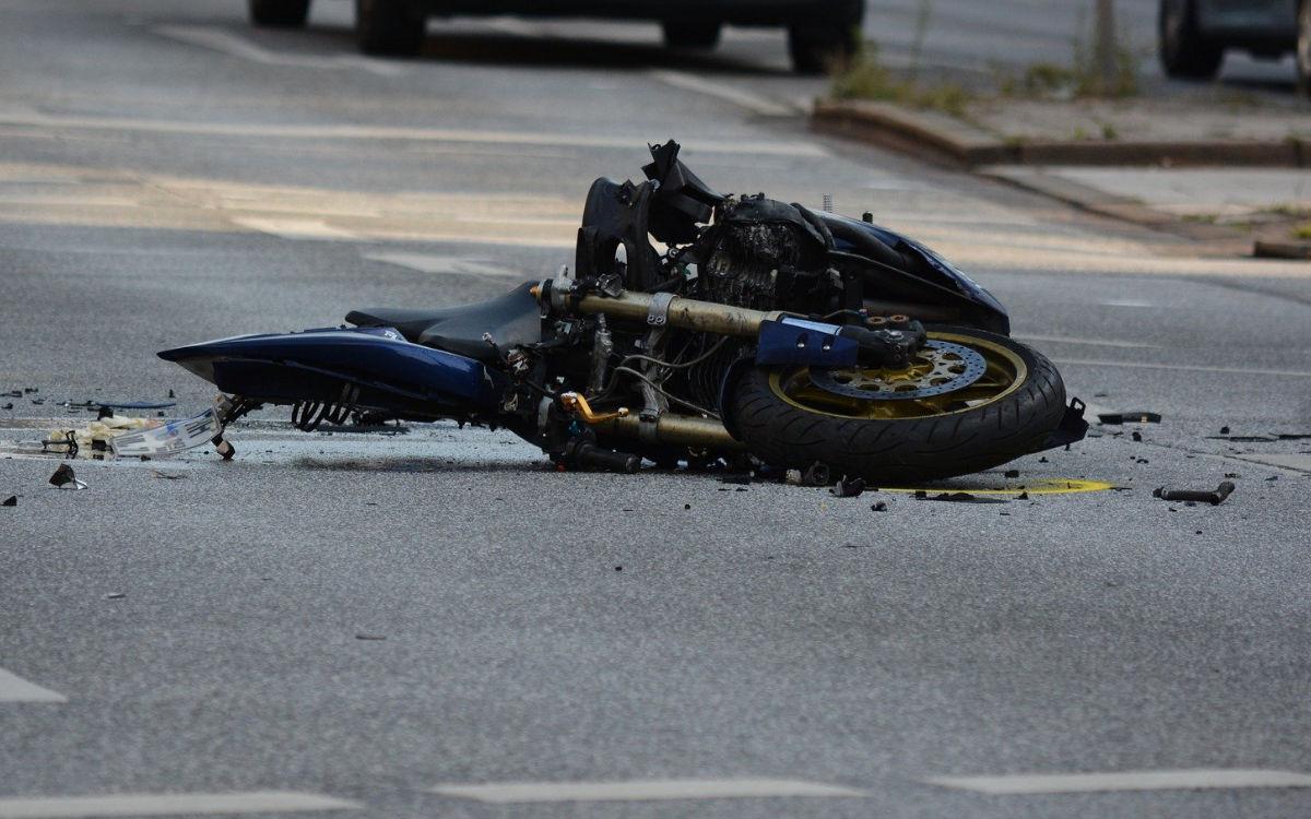 Der Motorradfahrer verletzte sich schwer. Symbolbild: pixabay