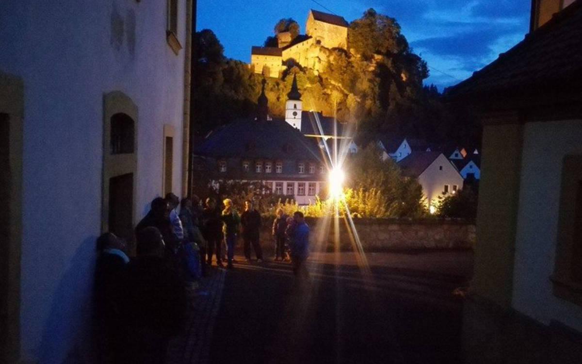 Fledermaus Exkursion durch Pottenstein. Foto: Tourismusbüro Pottenstein