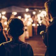 Die Polizei in Hof meldet 77 Verstöße gegen Corona-Regeln: Auch eine Hochzeitsfeier wurde entdeckt. Symbolbild: Pixabay