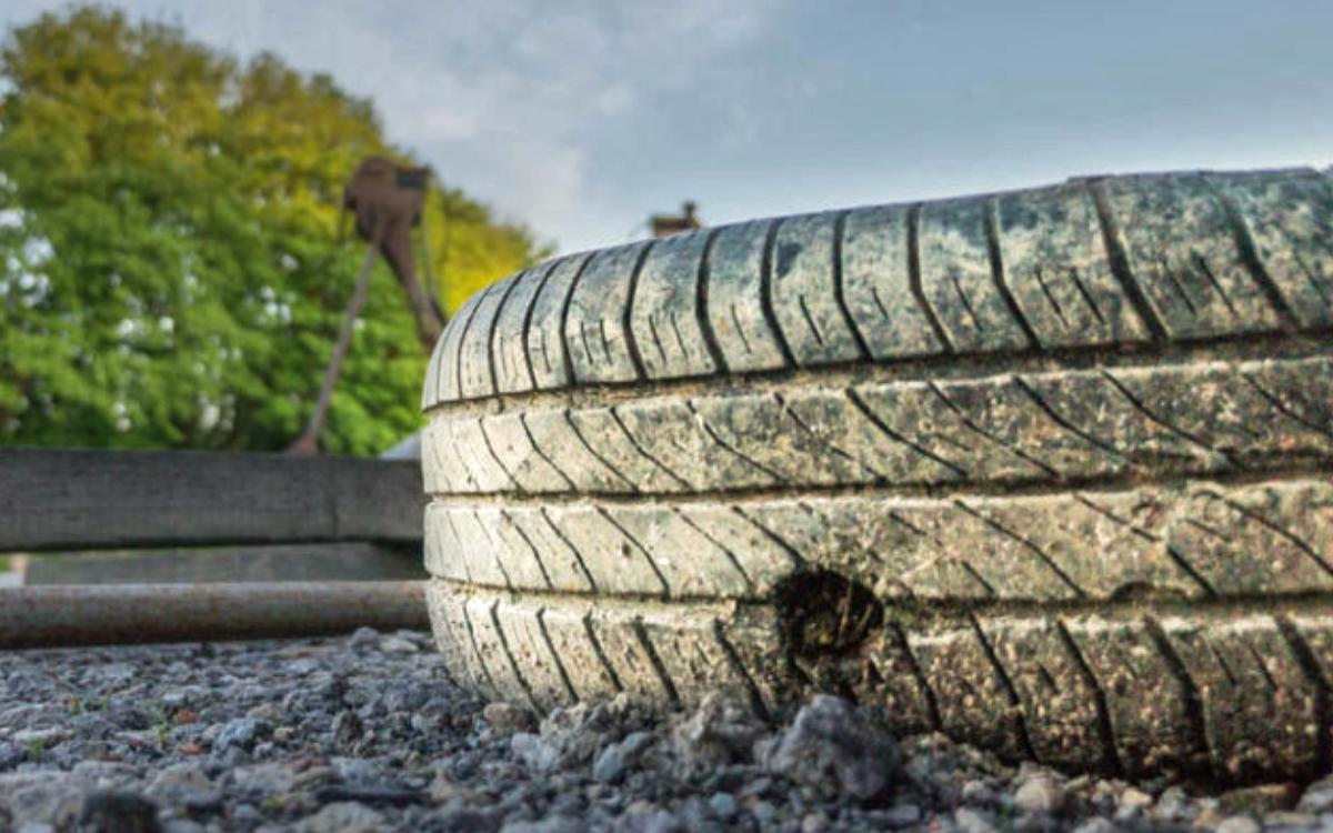 Ein umherfliegender Autoreifen hat auf der A9 bei Bayreuth zu Unfällen geführt. Symbolbild: Pixabay