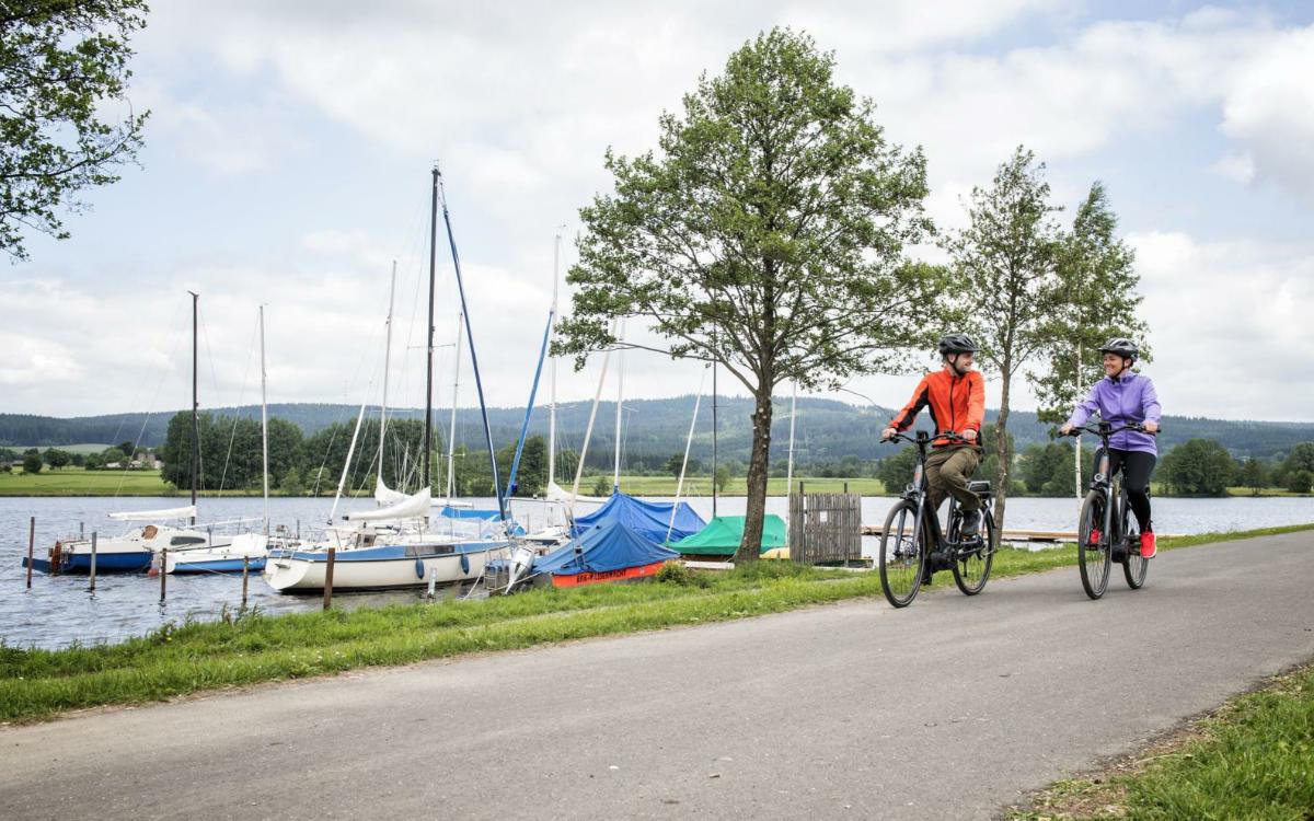 Radler am Weißenstädter See. Foto: F. Trykowski