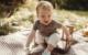 Baby gekonnt in Szene setzen. Mit der Digitalkamera oder dem Smartphone lassen sich schöne Momente für immer festhalten. Foto: djd/www.cewe.de