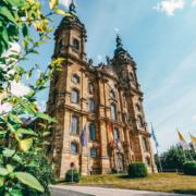 Die Wallfahrtsbasilika Vierzehnheiligen befindet sich nur wenige Kilometer von Bad Staffelstein entfernt - ein barockes Meisterwerk mit Weltruhm. Foto: djd/Kur & Tourismus Service Bad Staffelstein