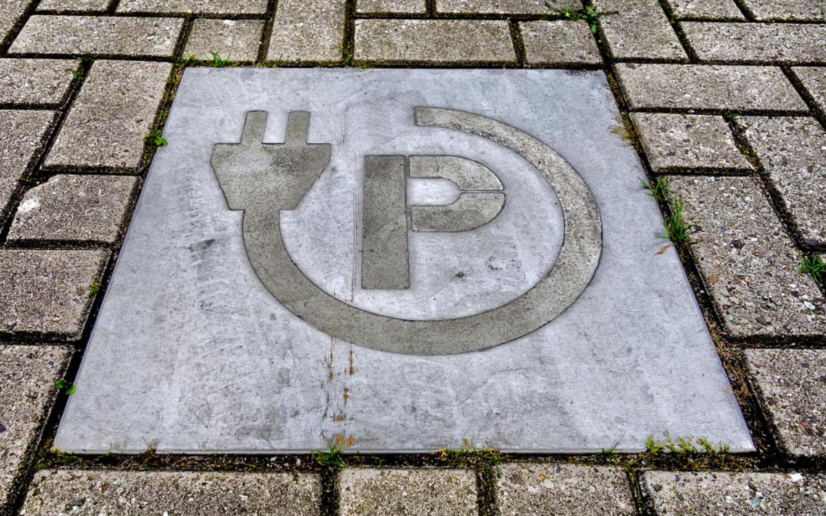Stadtrat Helmut Parzen (CSU) stellt einen Antrag, dass die städtischen Fahrzeuge in Bayreuth emissionsfrei werden sollen. Symbolbild: Pixabay