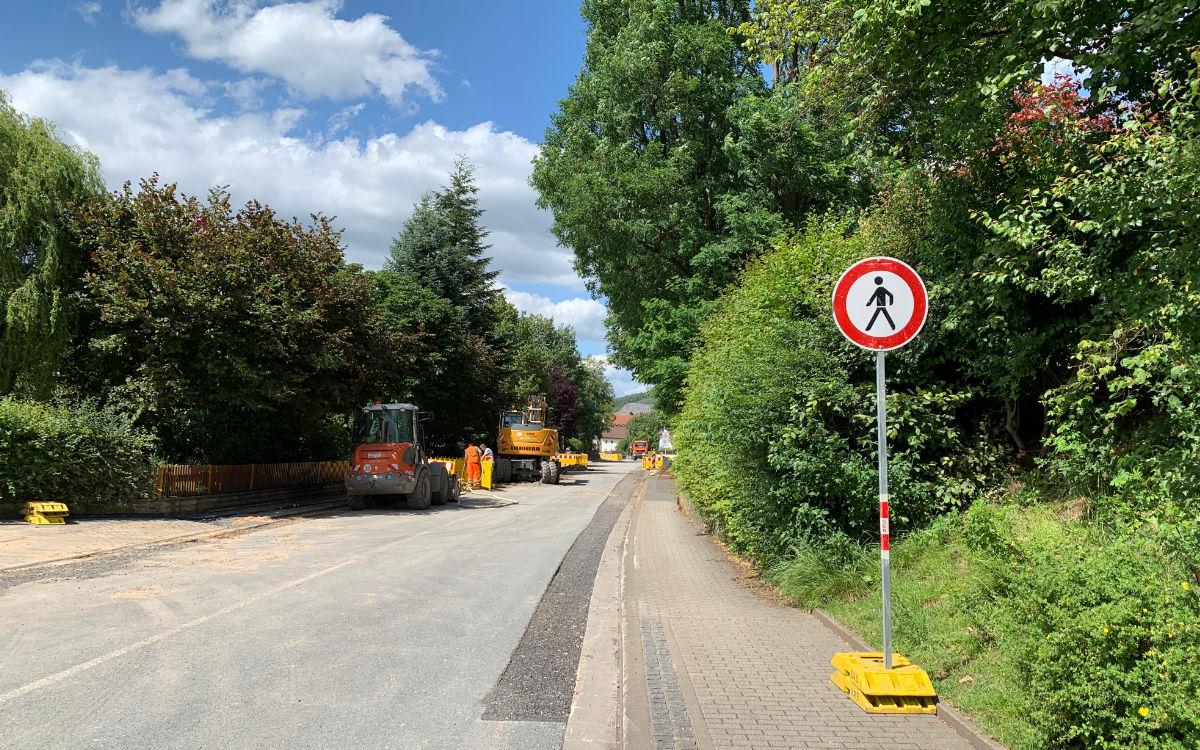 Die Baustelle geht durch die Ortsmitte in Bindlach. Foto: Katharina Adler