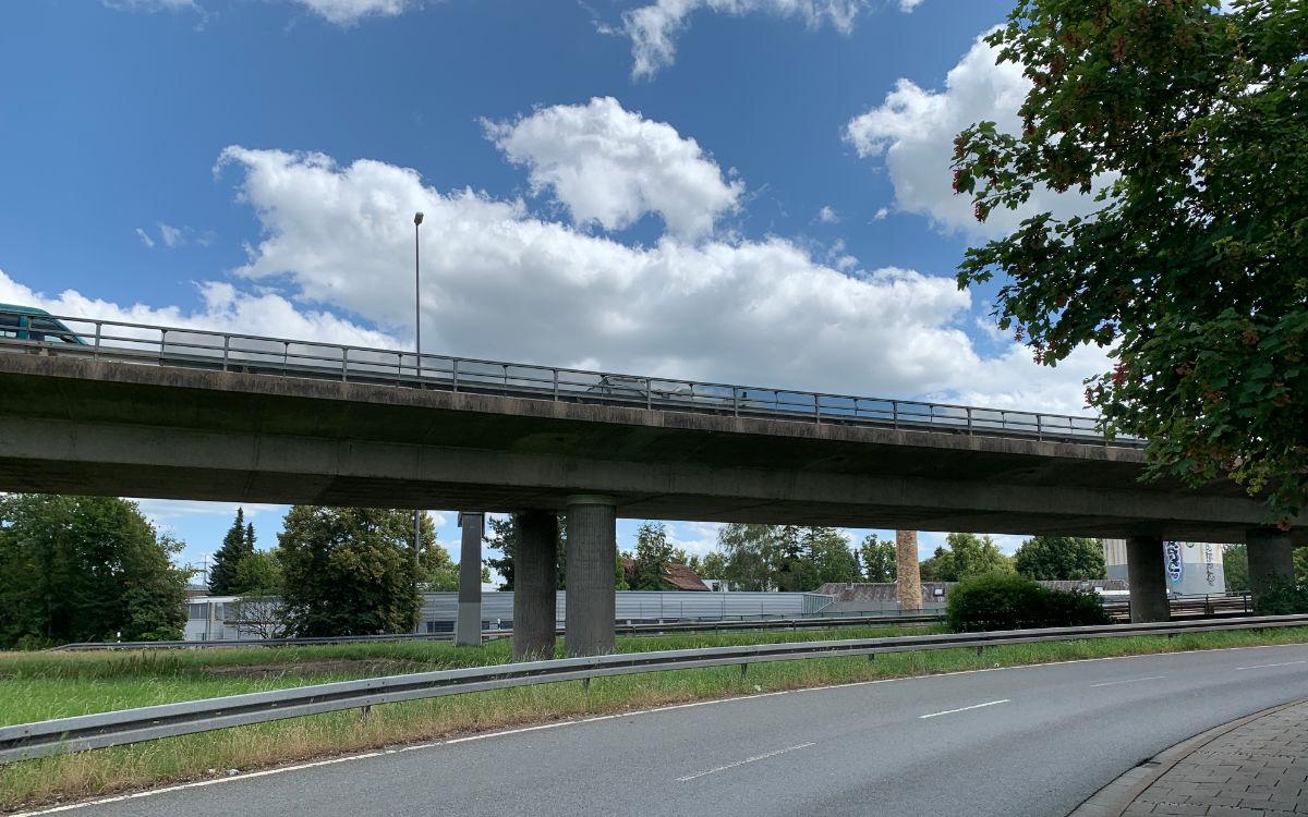 Die Hochbrücke in Bayreuth soll abgerissen und neu gebaut werden. Archivfoto: Katharina Adler