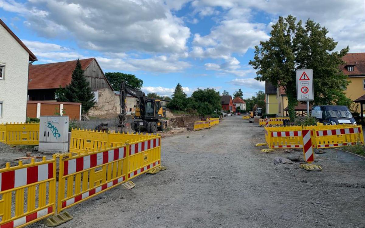 Die Ortsdurchfahrt in Bindlach ist für längere Zeit aufgrund von Bauarbeiten gesperrt. Foto: Redaktion