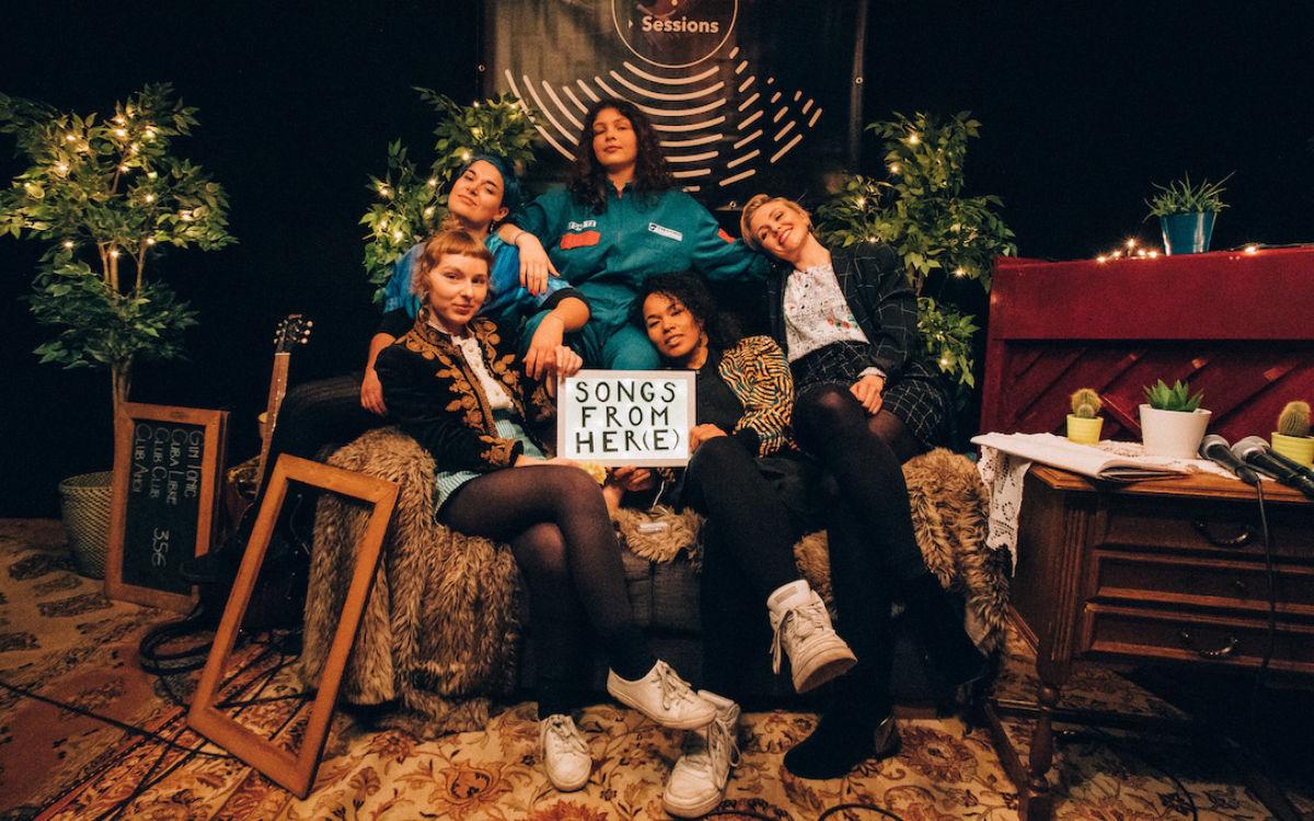 Fünf bayerische Musikerinnen treten im Rahmen eines Mini-Festivals im Biergarten der Lamperie in Bayreuth auf. Foto: Neuneinhalb e.V.