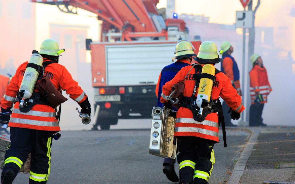 Auf der Autobahn im Landkreis Hof hat ein Lkw gebrannt. Mehrere Feuerwehren waren vor Ort. Symbolfoto: Pixabay
