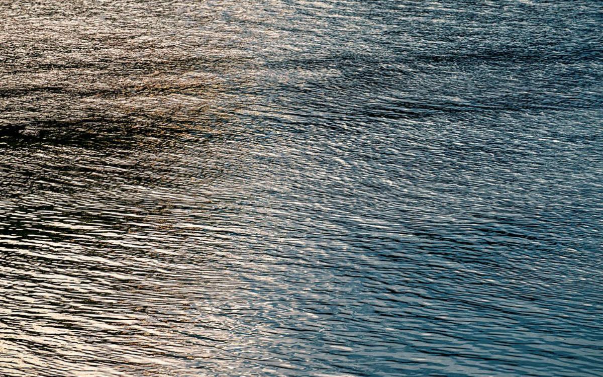Im Landkreis Bayreuth entdeckten Anwohner in der Wiesent einen Ölfilm. Jetzt sind umfassende Maßnahmen notwendig. Symbolfoto: Pixabay