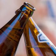 In Münchberg haben drei Männer gegen einige Corona-Maßnahmen verstoßen. Sie haben Bier in der Öffentlichkeit getrunken. Symbolbild: Pixabay