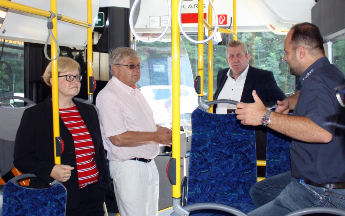 Anette Kramme (SPD) besucht das Busunternehmen Habo in Unterwaiz. Foto: SPD Bayreuth